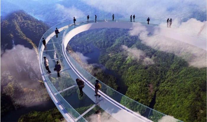 Стеклянные мосты в Китае закрывают