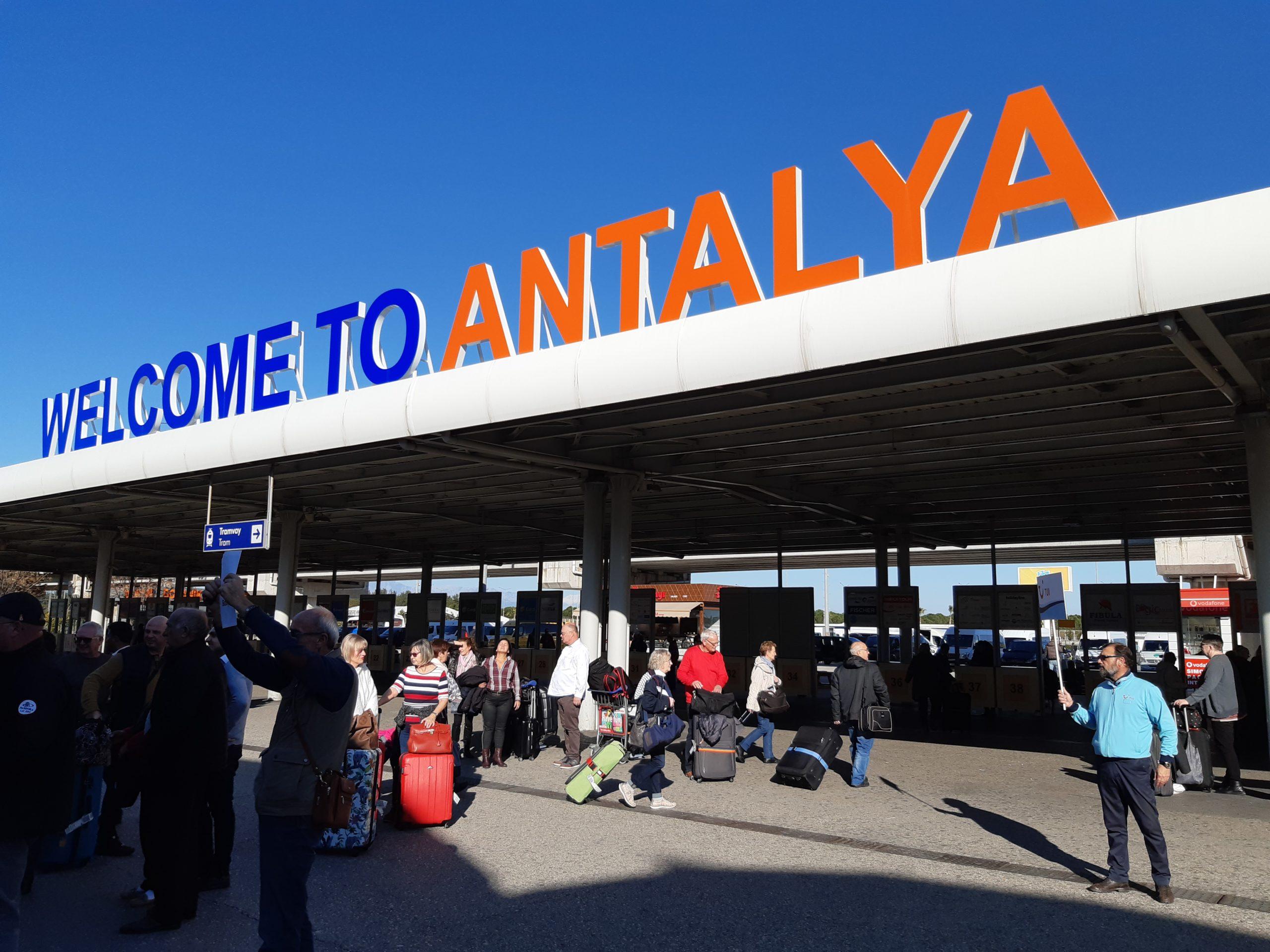 «Интурист» предложит стыковочные рейсы в Анталью туристам с вылетами из КавМинВод и Екатеринбурга