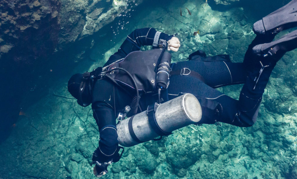 sidemount diving at our Technical Scuba Diving Center. вариант пещерного дайвинга