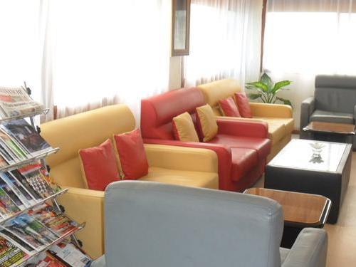 Очередь в аэропорту Занзибара за визой позволяет скрасить бизнес - зал