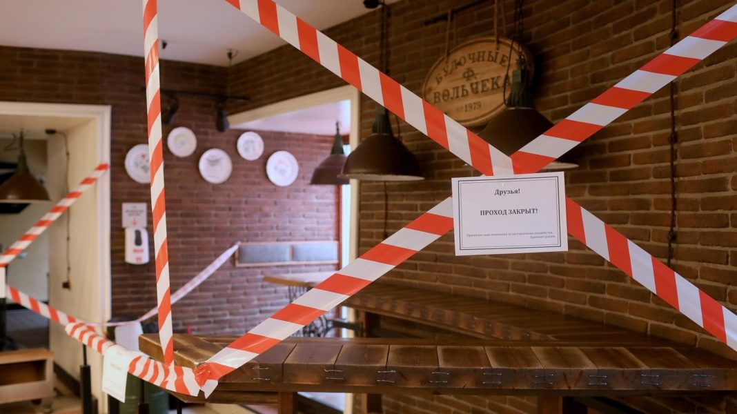 Петербурге запретили работу кафе и ресторанов