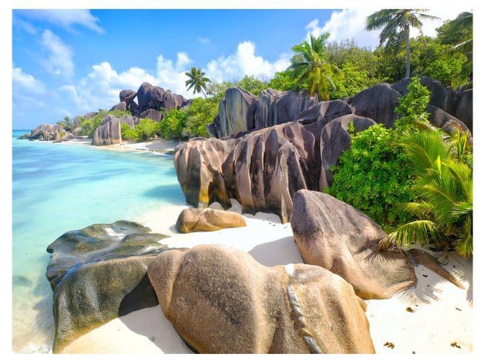 Что посмотреть на Сейшелах. Пляж Ла Диг уникальное по красочности место